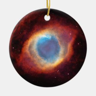 Ornement Rond En Céramique L'oeil de la nébuleuse d'hélice de Dieu tient le