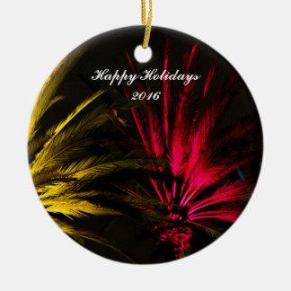 Ornement Rond En Céramique Modèle tropical jaune rouge de Noël de palmier
