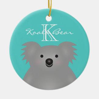 Ornement Rond En Céramique Monogramme câlin mignon d'ours de koala de bébé de