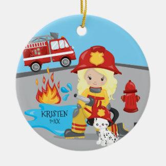 Ornement Rond En Céramique Noël blond de fille de sapeur-pompier unique