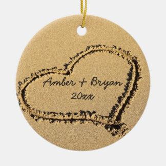 Ornement Rond En Céramique Noël du mariage de plage le ęr | ajoutent ensemble