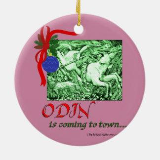 Ornement Rond En Céramique Noël/Odin venant à l'ornement de ville
