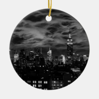 Ornement Rond En Céramique Nuages éthérés : Horizon de NYC, bâtiment BW