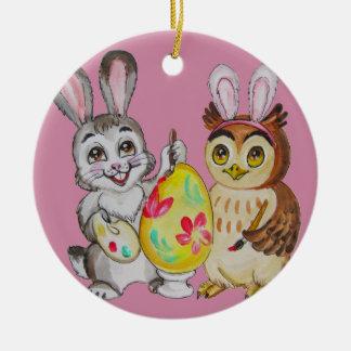 Ornement Rond En Céramique Oeuf de Pâques de peinture heureuse de lapin et de
