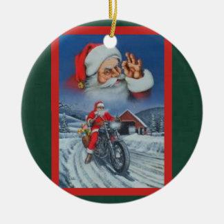Ornement Rond En Céramique Père Noël sur une moto a chargé avec des cadeaux