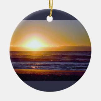 Ornement Rond En Céramique Photo de lever de soleil d'océan