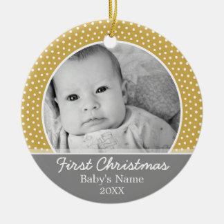 Ornement Rond En Céramique Premier Noël de Babys - points jaunes gris