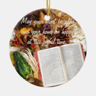 Ornement Rond En Céramique Récolte et bible de thanksgiving
