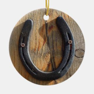 Ornement Rond En Céramique Regard du bois en fer à cheval occidental rustique