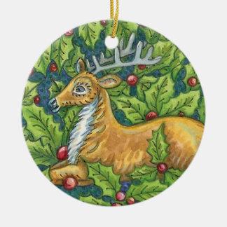 Ornement Rond En Céramique Renne mignon de Noël dans la forêt avec le houx