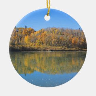 Ornement Rond En Céramique Rivière du nord de Saskatchewan - automne