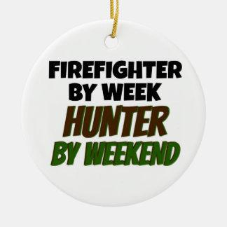 Ornement Rond En Céramique Sapeur-pompier par le chasseur de jour par