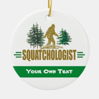 Ornement Rond En Céramique SQUATCHOLOGIST - Croyant drôle de Sasquatch