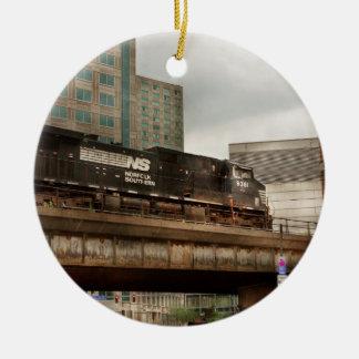 Ornement Rond En Céramique Train - PA de Pittsburg - la ville industrielle