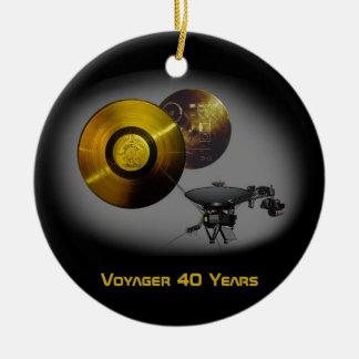 Ornement Rond En Céramique Vaisseau spatial de Voyager et disque d'or à 40