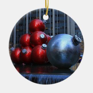 Ornements énormes de Noël de NYC