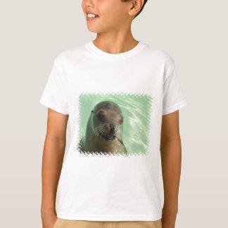 Otarie avec le T-shirt d'enfant de poissons