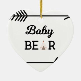 Ours de bébé avec des flèches ornement cœur en céramique