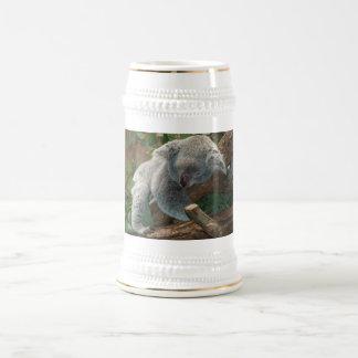 Ours de koala mignon de sommeil chope à bière