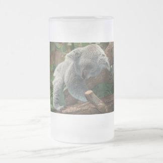 Ours de koala mignon de sommeil chope givrée