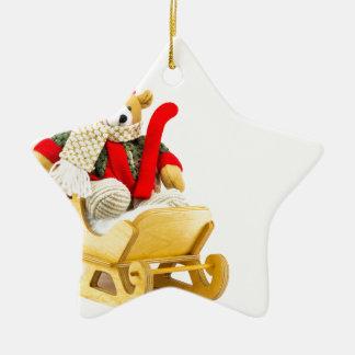Ours de Noël dans le traîneau en bois sur le blanc Ornement Étoile En Céramique