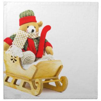 Ours de Noël dans le traîneau en bois sur le blanc Serviettes En Tissus