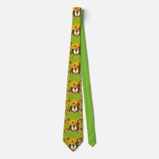 Ours de nounours de sourire avec la couronne cravate