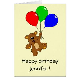 Ours mignon avec la carte d'anniversaire de enfant