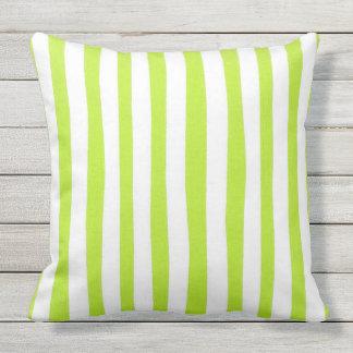 Outdoor-Indoor-Stripes-Lime_Large Buitenkussen