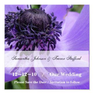 Paarse krullen bloemen sparen de aankondigingen