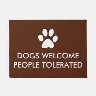 Paillasson Les chiens font bon accueil à dire toléré par gens