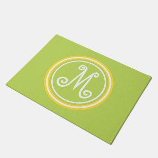 Paillasson Vert en feuille de palmier et monogramme jaune de
