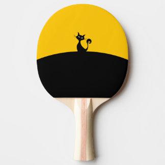 Palette de ping-pong de chat noir, dos rouge en raquette tennis de table