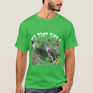 Pâlissez le pigeon exhalé t-shirt