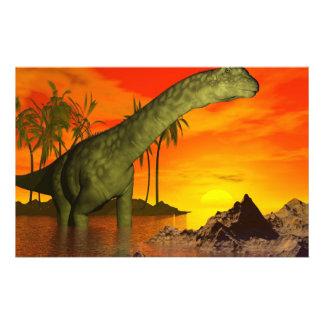 Papeterie Dinosaure d'Argentinosaurus par coucher du soleil