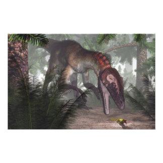 Papeterie Dinosaure d'Utahraptor chassant un gecko