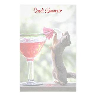 Papeterie Écureuil buvant un cocktail à l'heure heureuse