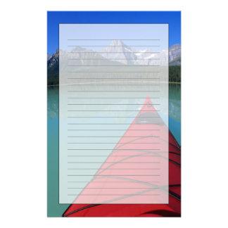 Papeterie Kayaking sur le lac waterfowl au-dessous de la