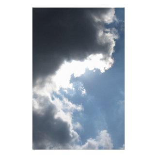 Papeterie Le ciel avec les cumulonimbus et le soleil de
