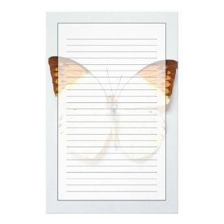 Papeterie Le papillon avec l'envergure, a trouvé dans les