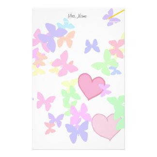 Papeterie papillons colorés et coeurs affectueux