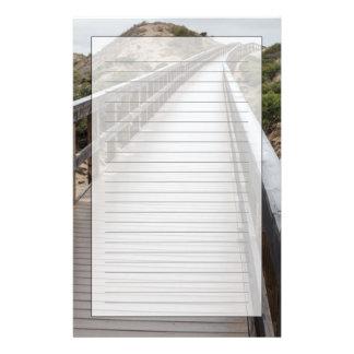Papeterie Pont de pied au parc d'état de lac Oso Flaco