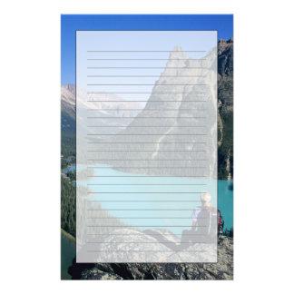 Papeterie Randonneur donnant sur le lac turquoise-coloré