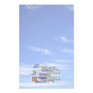 Papeterie Soyez heureux que nuage de mot en ciel bleu