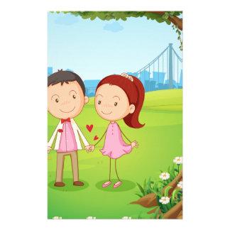 Papeterie Un couple datant près de l'arbre