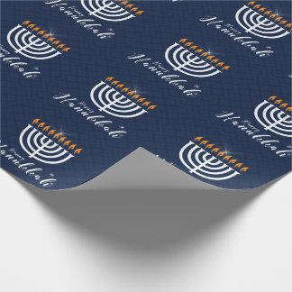 Papier Cadeau Hanoukka heureux avec Menorah blanc dans le bleu
