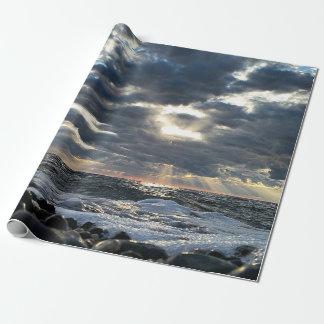 Papier Cadeau Rayons de soleil sur un rivage rocheux