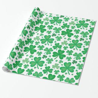 Papier d'emballage de motif vert irlandais de papier cadeau noël