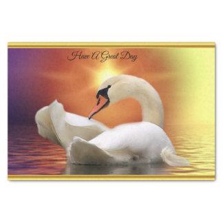 Papier Mousseline Cygne blanc dans un lac avec un coucher du soleil