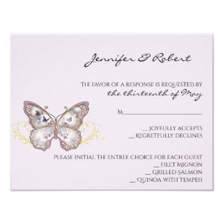 Papillon de parties scintillantes sur la carte de